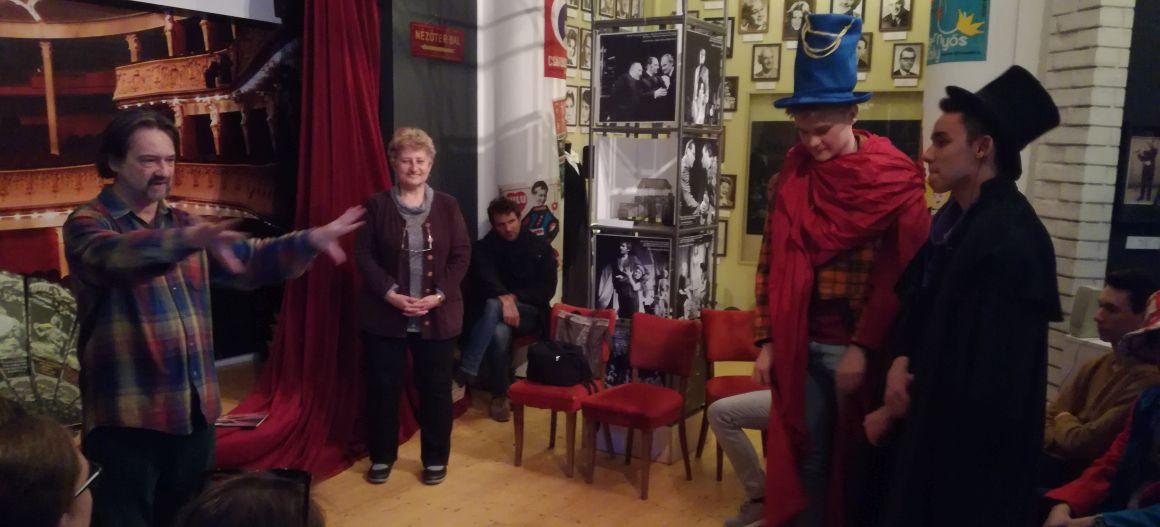 Emojik helyett legyezőjáték – a Színészmúzeumban jártunk a KultúrBónusszal (XII. videóhírlevél)